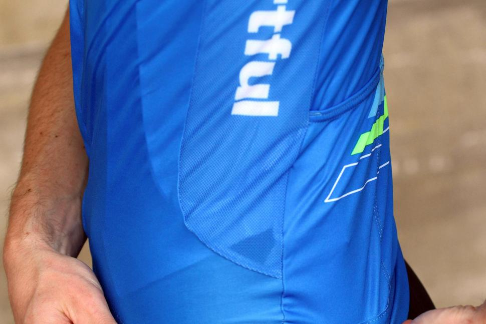 Sportful Gruppetto Pro Ltd jersey - side panel.jpg