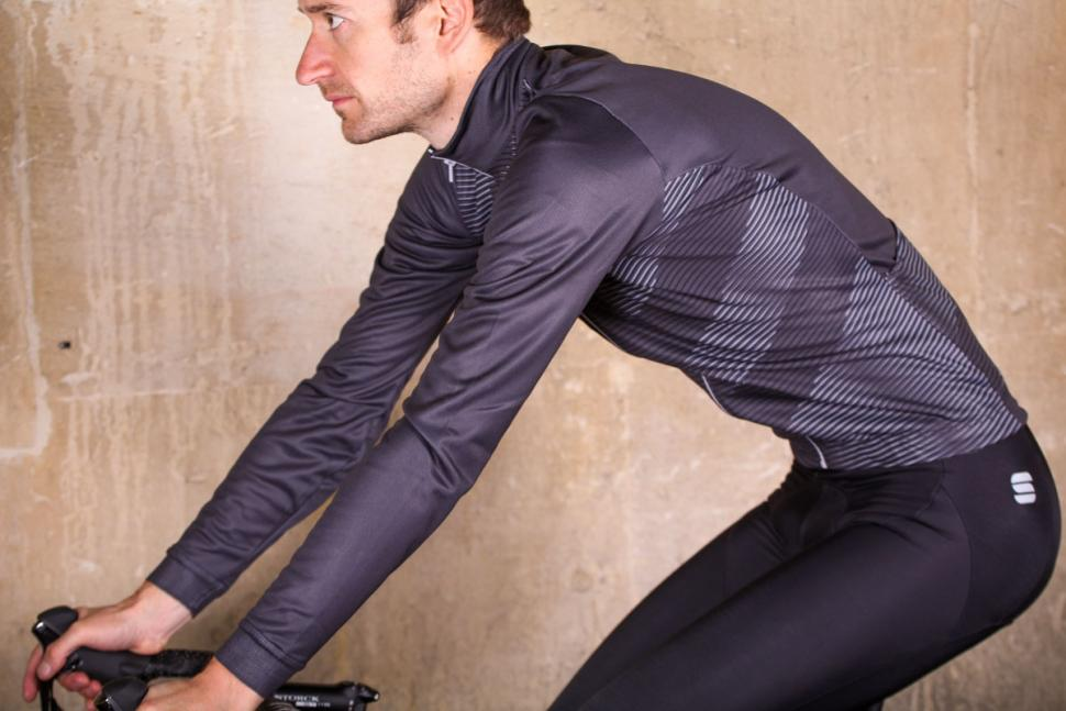 Sportful Moire Thermal Jersey - riding.jpg