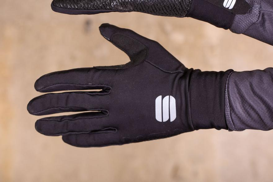 sportful-no-rain-glove-back-hand.jpg