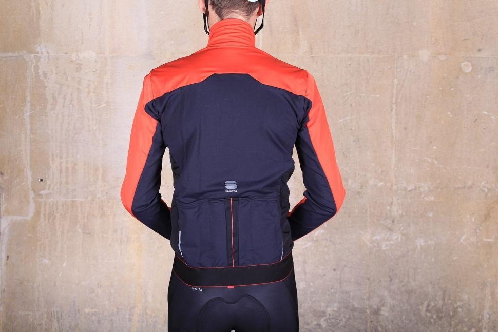 Sportful R and D Light Jacket - back.jpg
