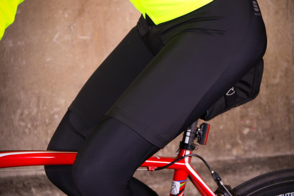 Sportful R&D Strato Bib Tights - riding detail.jpg