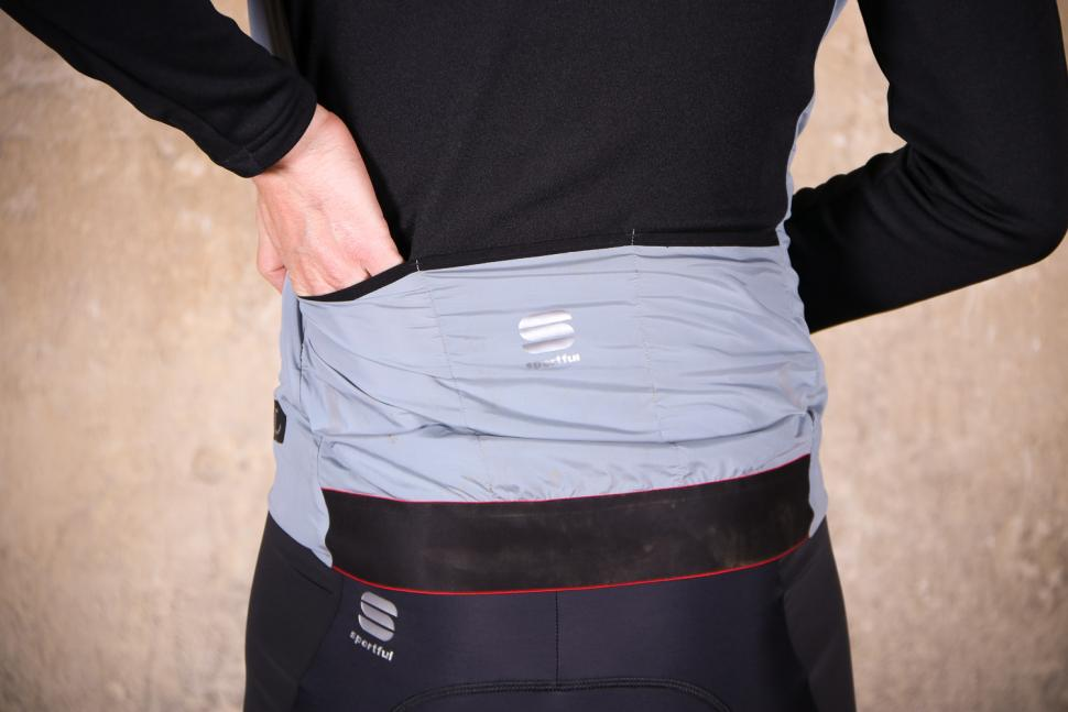 Sportful R&D Strato Top - pockets.jpg