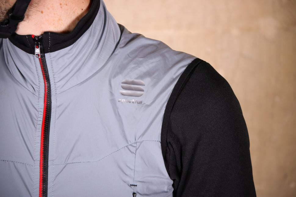 Sportful R&D Strato Top - shoulder.jpg