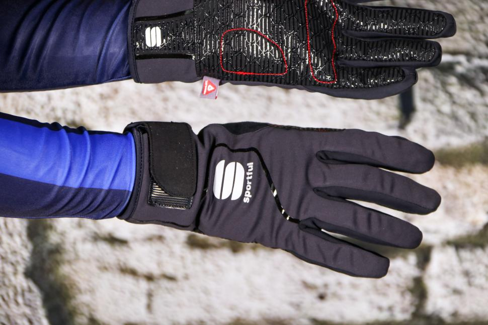 Sportful Sotto Zero glove - back.jpg