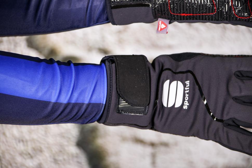 Sportful Sotto Zero glove - velcro.jpg