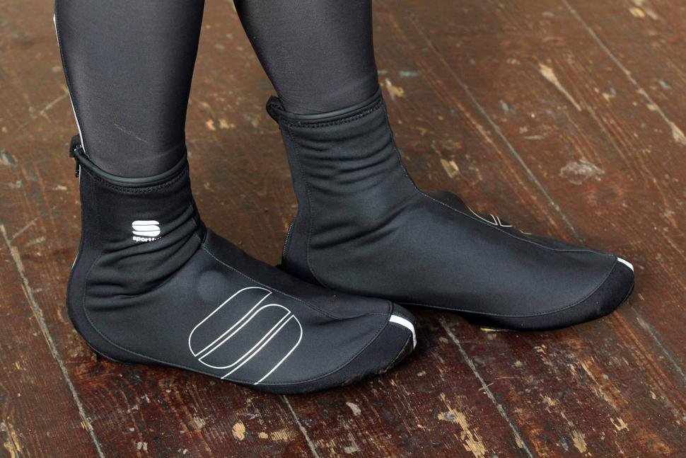 16 of the best 2020 cycling overshoes - what to look for in winter foot protection | road.cc