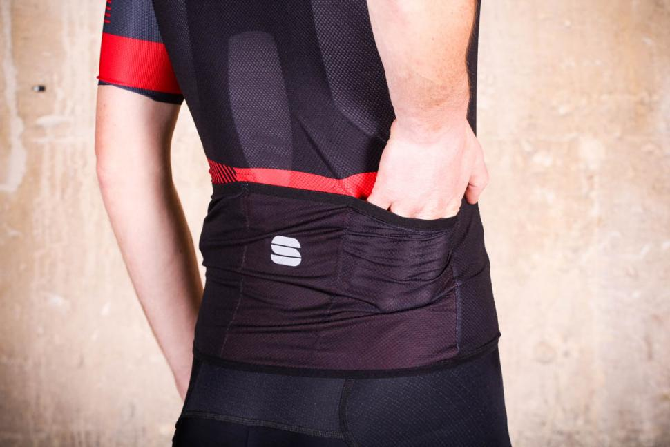 sportful_bodyfit_pro_light_jersey_-_pockets_2.jpg