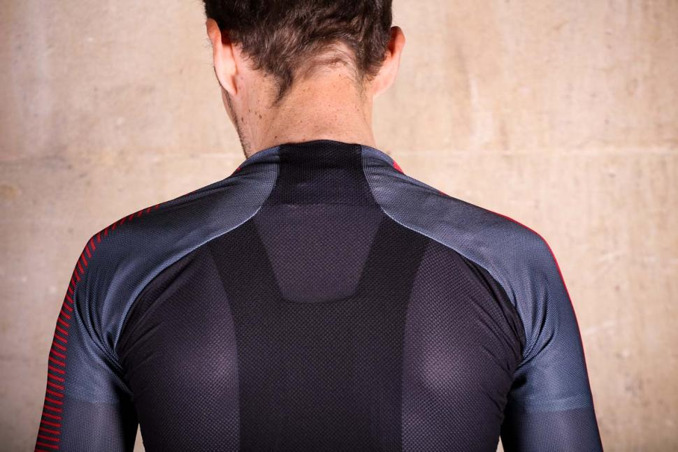 sportful_bodyfit_pro_light_jersey_-_shoulders.jpg