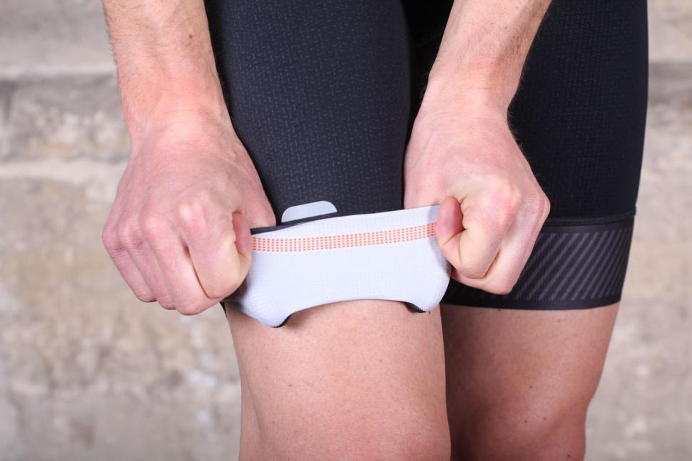sportful_bodyfit_pro_ltd_bib_short_-_cuff_gripper.jpg