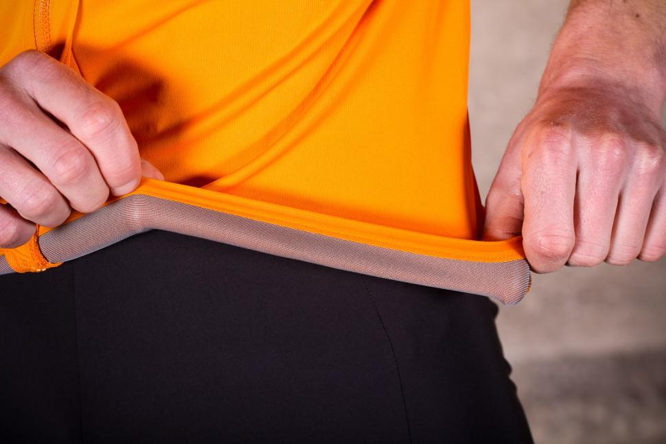sportful_fiandre_light_norain_short_sleeve_jersey_-_gripper.jpg