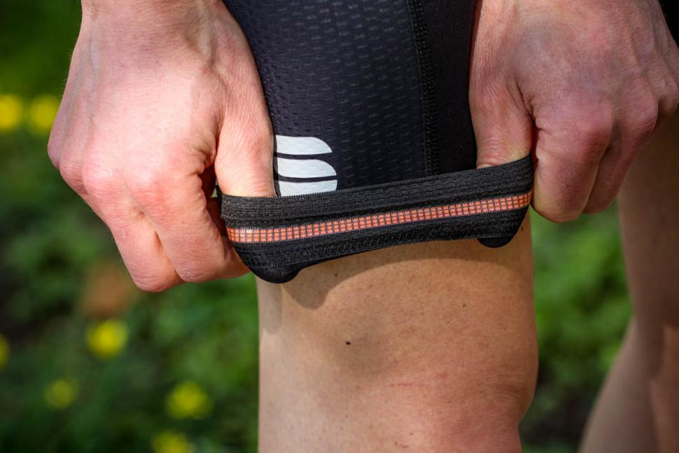 sportful_total_comfort_bib_shorts_-_gripper.jpg