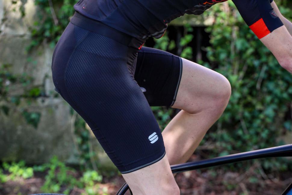 sportful_total_comfort_bib_shorts_-_riding.jpg