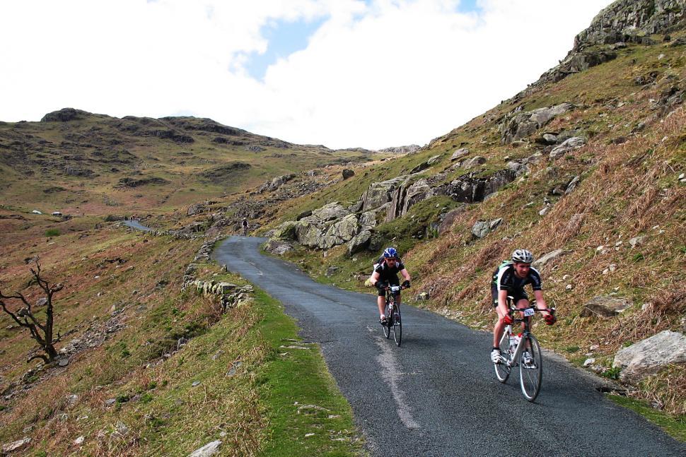 Sportive riders (CC BY 2.0 Paul Dobson).jpg