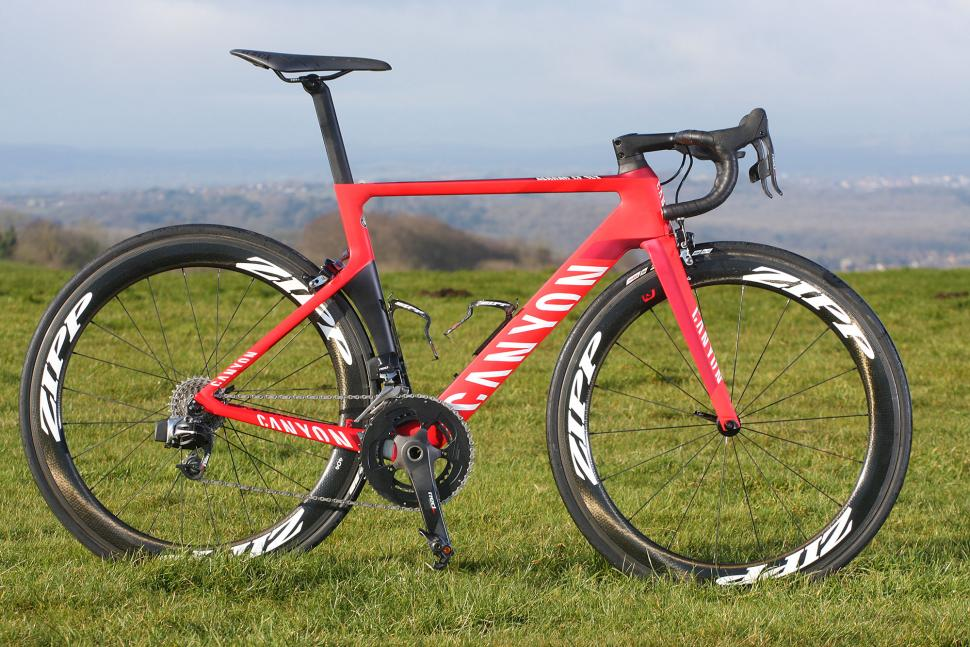 SRAM Red eTap - full bike.jpg