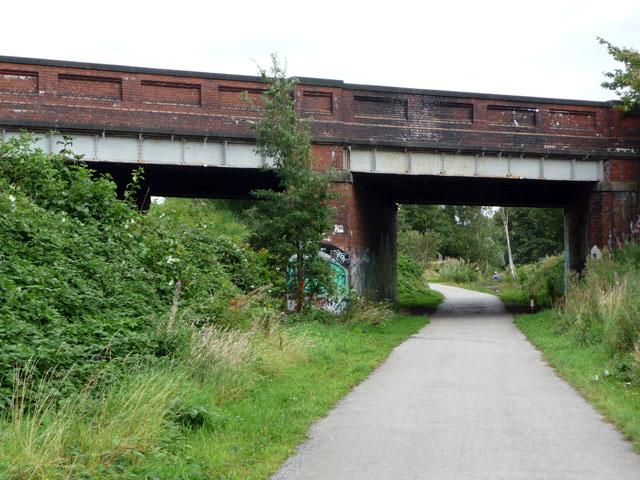 St Werburgh's Road bridge over the Fallowfield Loop Cycleway (CC licensed by Phil Champion via Wikimedia).jpg