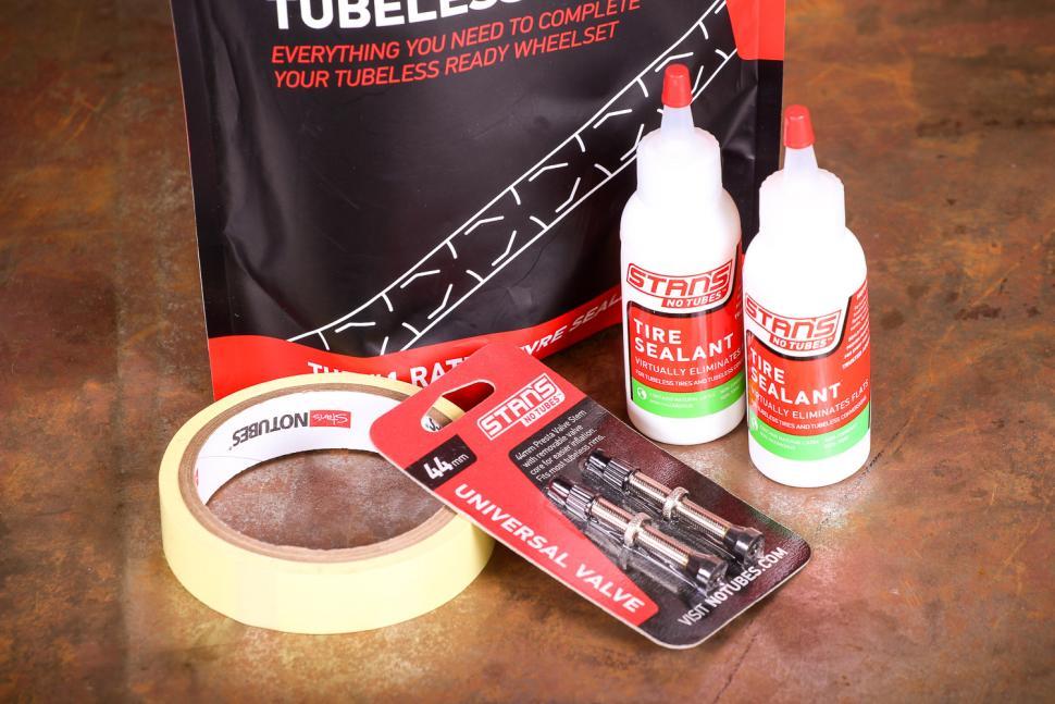 Stans Road Bike Tubeless Kit.jpg