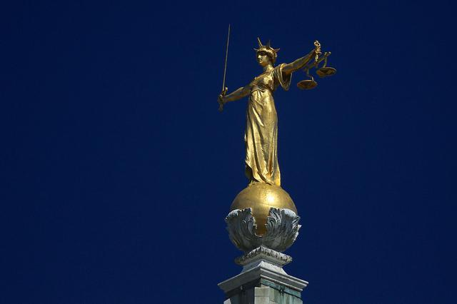 statue-justice-old-bailey-licensed-cc-2.0-flickr-ronnie-macdonald