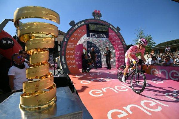 Steve Kruijswijk starts 2016 Giro d'Italia Stage 15 ITT (PHOTO CREDIT ANSA - PERI - DI MEO - ZENNARO).jpg