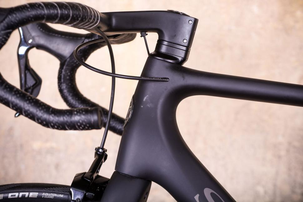 Storck Aer 2 Platinum Edition G1 - cable routing.jpg
