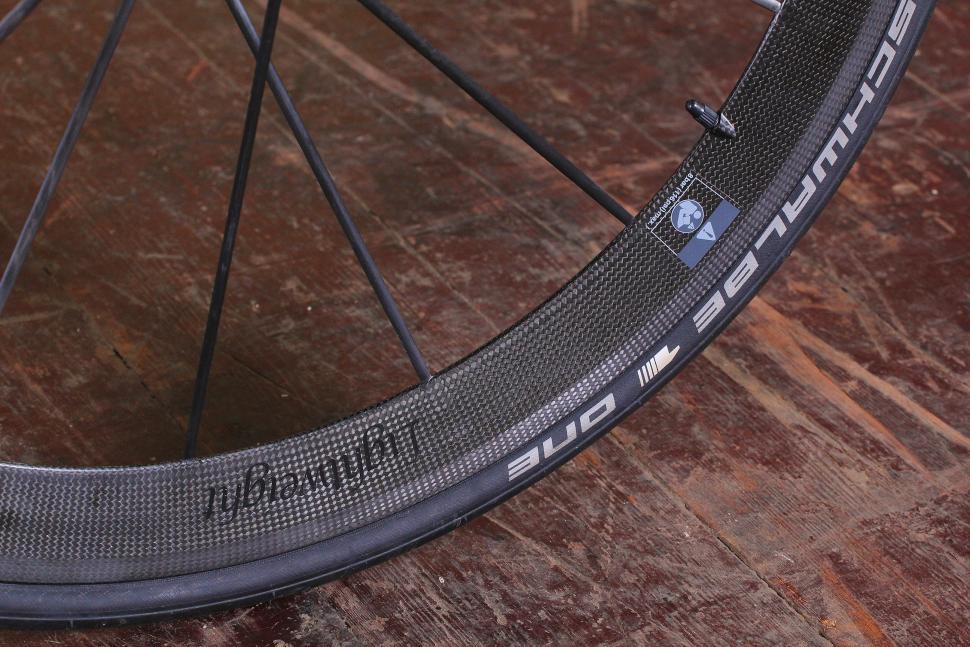 Storck Aerfast Platinum - tyre and rim.jpg