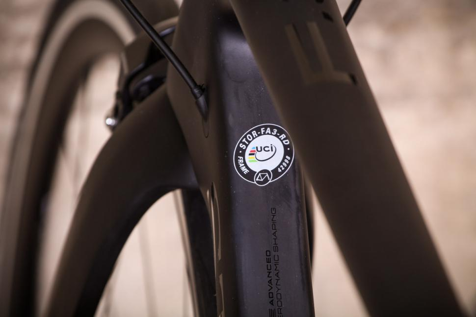 Storck Fascenario 3 - UCI sticker.jpg