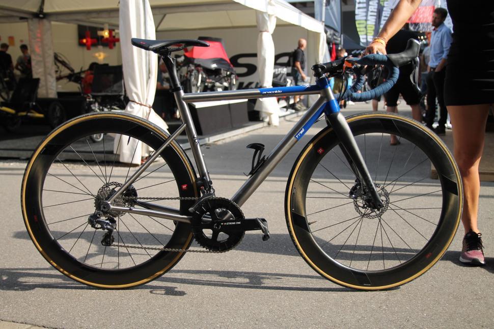 T Red road bikes  - 1.jpg
