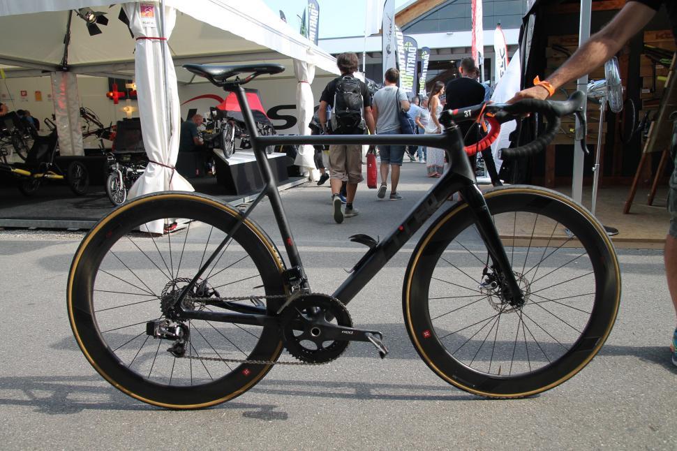 T Red road bikes  - 11.jpg