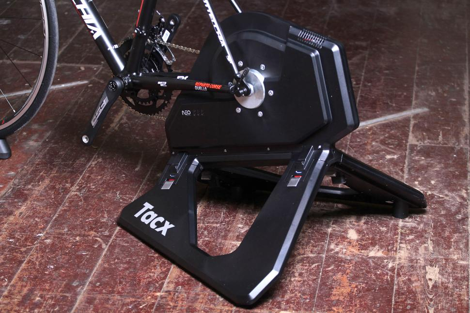 Review: Tacx Neo Smart T2800 | road cc
