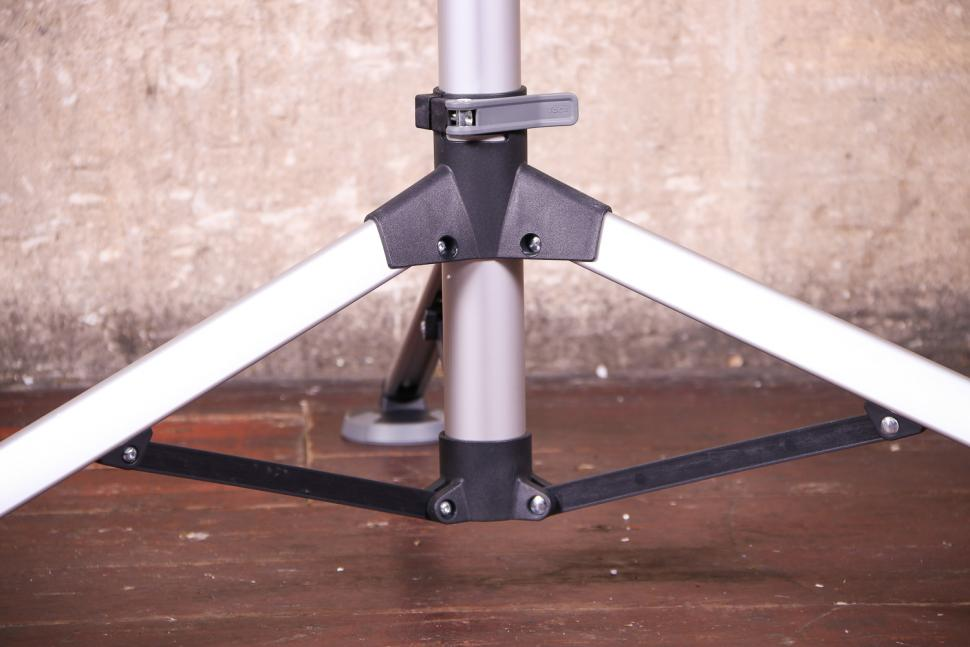 Tacx Spider Team workstand - legs detail.jpg