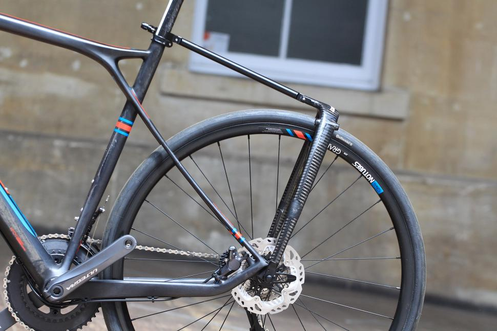 Tailfin Carbon Rack - no panniers.jpg