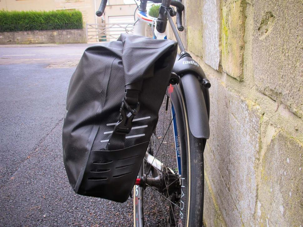 Tailfin Rack and Pannier 02.jpg