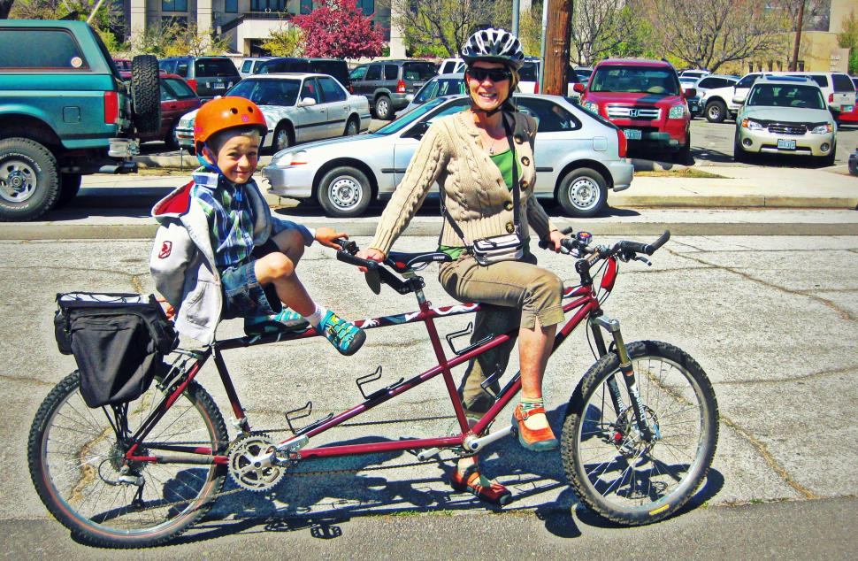 Tandem with kid (CC BY SA 2.0 Jeff Moser|Flickr).jpg