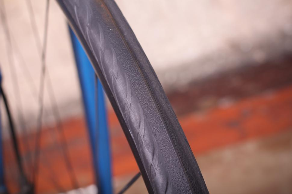 Tannus Aither 1.1 solid tyres - surface.jpg