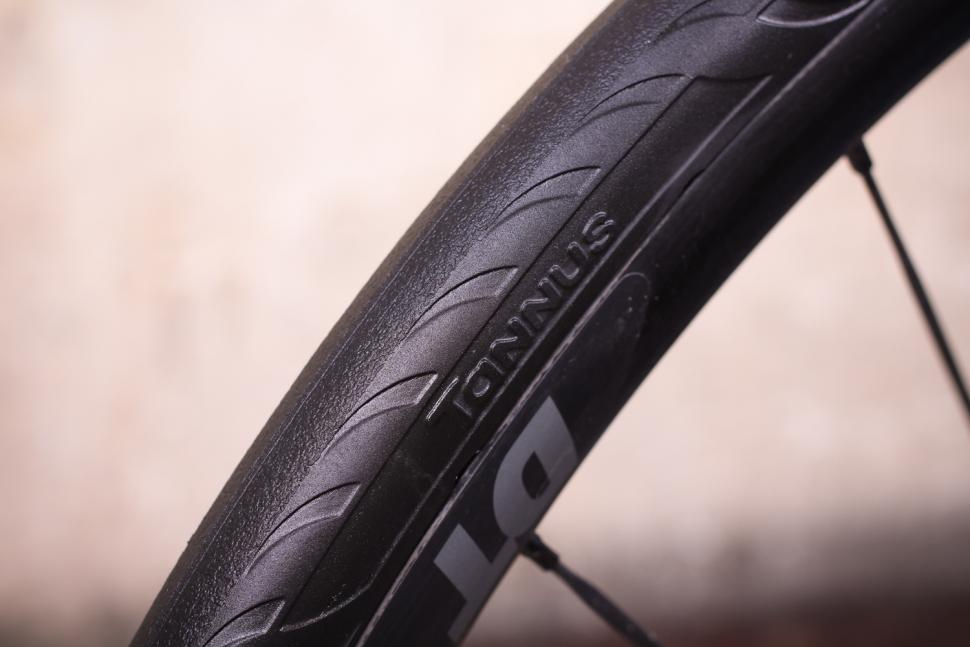 Tannus Aither 1.1 solid tyres.jpg