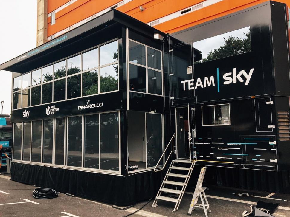 Team Sky Race Hub (picture via Team Sky on Twitter).jpg
