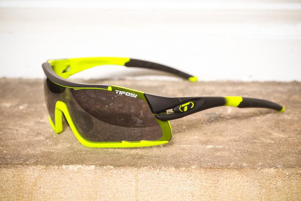 Tifosi Davos Race Neon Interchaneable 2018 Sun Glasses - side.jpg