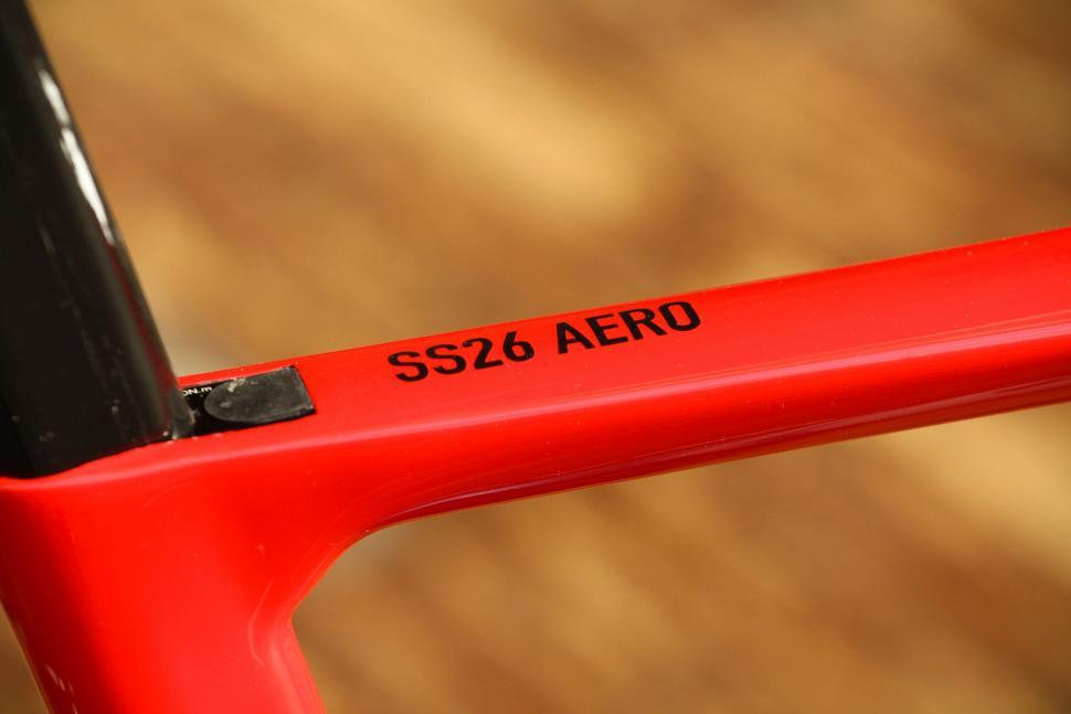 Tifosi SS26 Aero - top tube 2.jpg