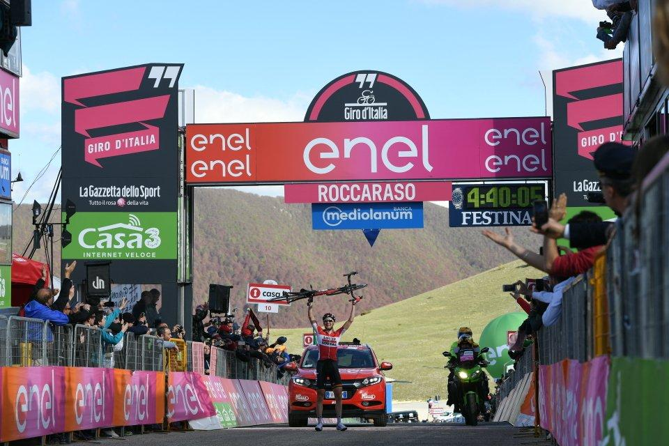 Tim Wellens celebrates winning 2016 Giro d'Italia Stage 6 (PHOTO CREDIT ANSA - PERI - DI MEO - ZENNARO).jpg