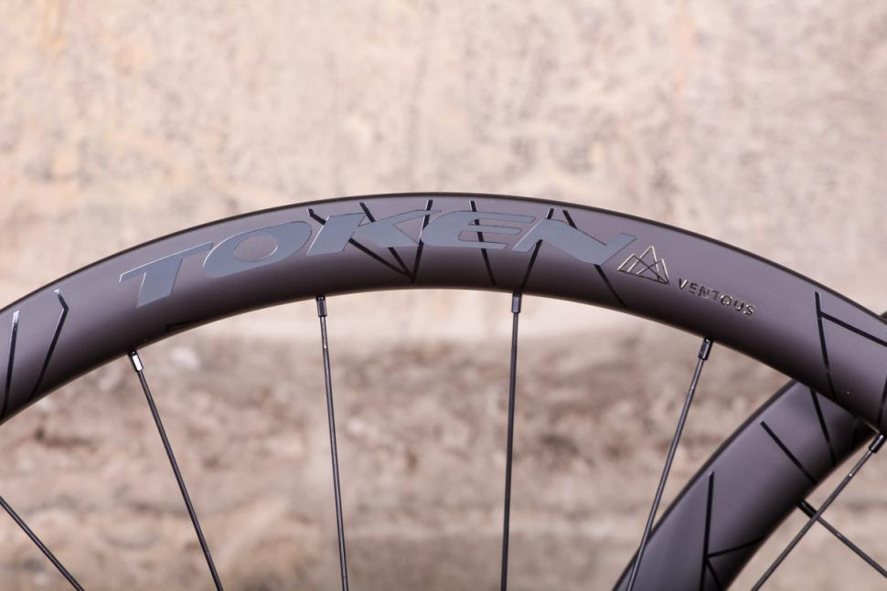 token_2018_prime_ventous_disc_carbon_wheels_-_rim_detail.jpg