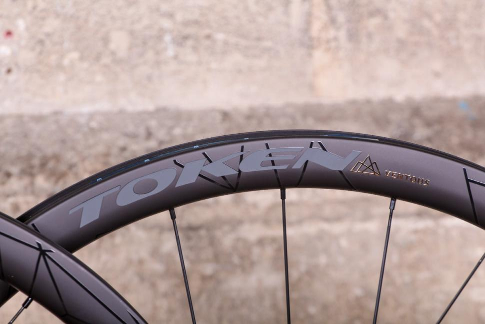 token_2018_prime_ventous_disc_carbon_wheels_-_rim_detail_2.jpg