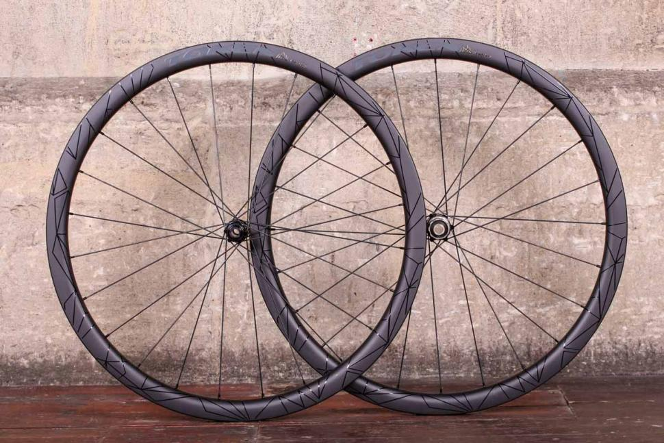token_2018_prime_ventous_disc_carbon_wheels.jpg