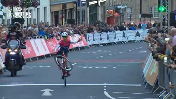 Tom Pidcock wheelies as he wins in Barnsley (video still via British Cycling).JPG