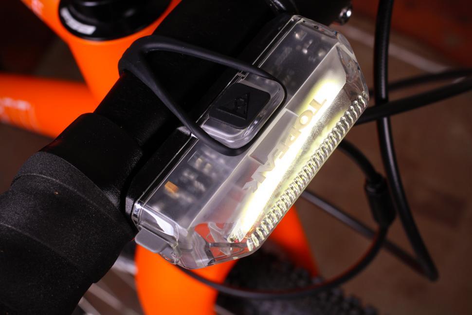 Topeak Aero Combo - front light top.jpg