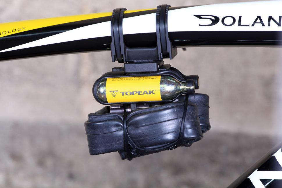 Topeak Airbooster Extreme - mounted on top tube.jpg