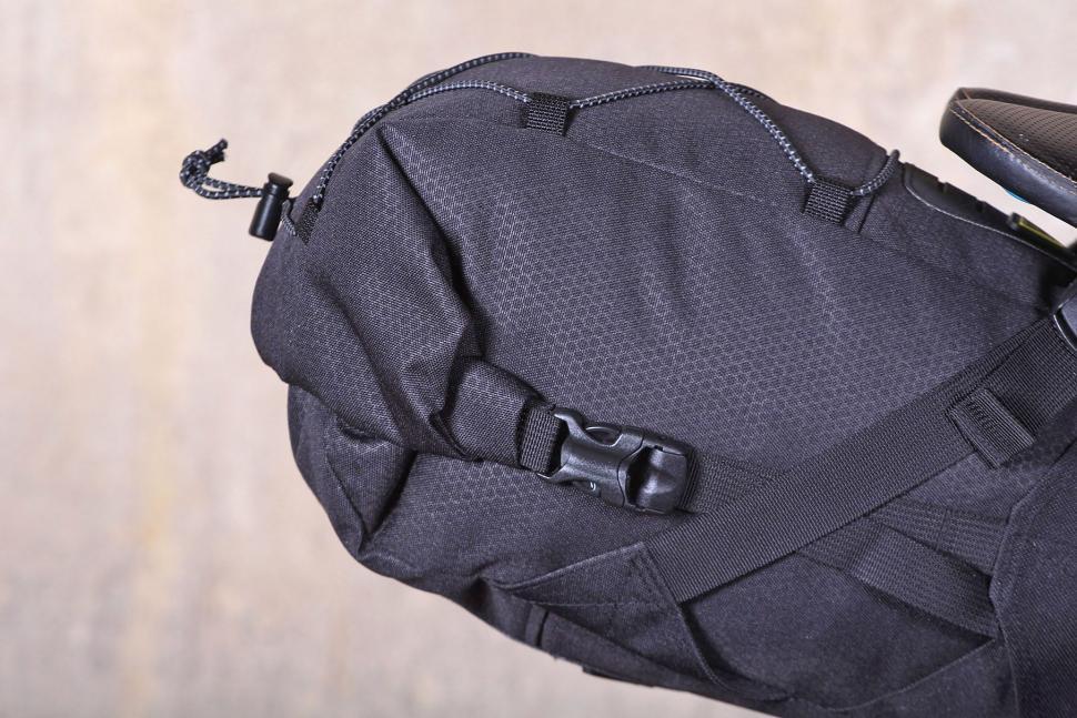 Topeak Backloader Seat Bag - clips.jpg