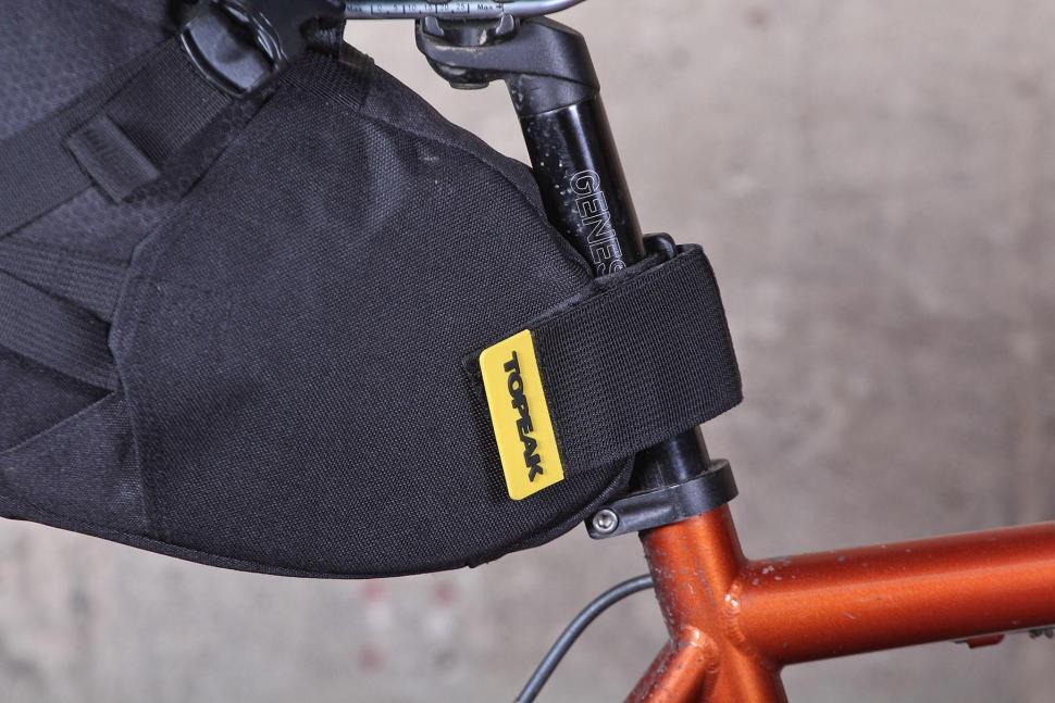 Topeak Backloader Seat Bag - strap.jpg
