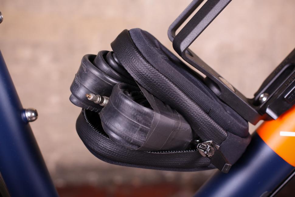Topeak Ninja Pouch - inner tube in pouch.jpg