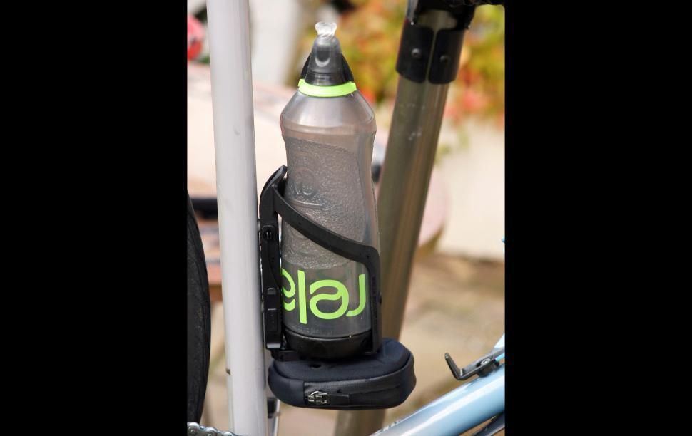 Topeak ninja road with relaj bottle.jpg