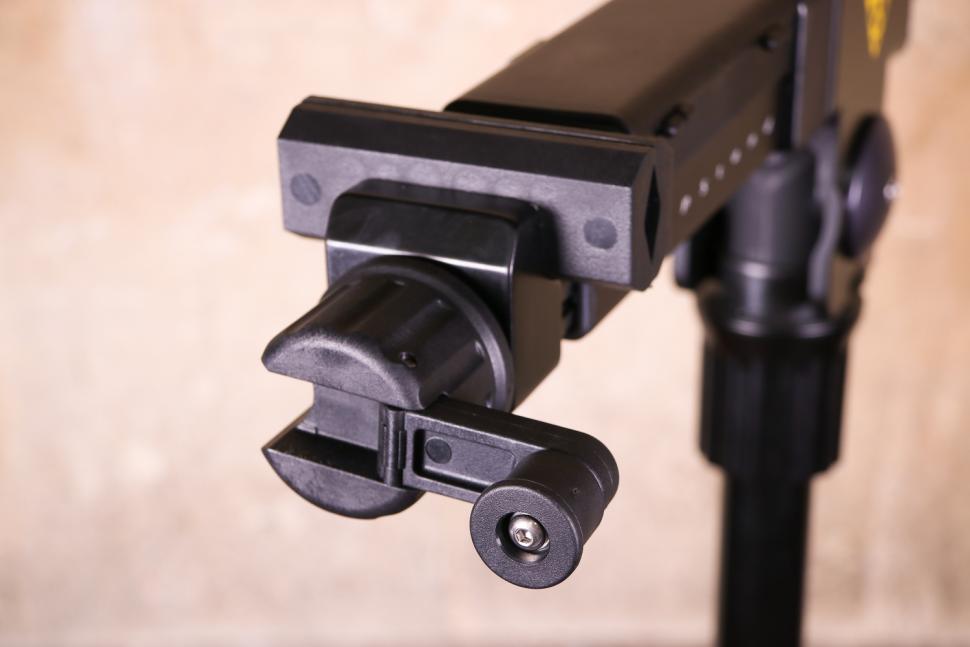 Topeak Prepstand Elite - clamp handle unfolded.jpg