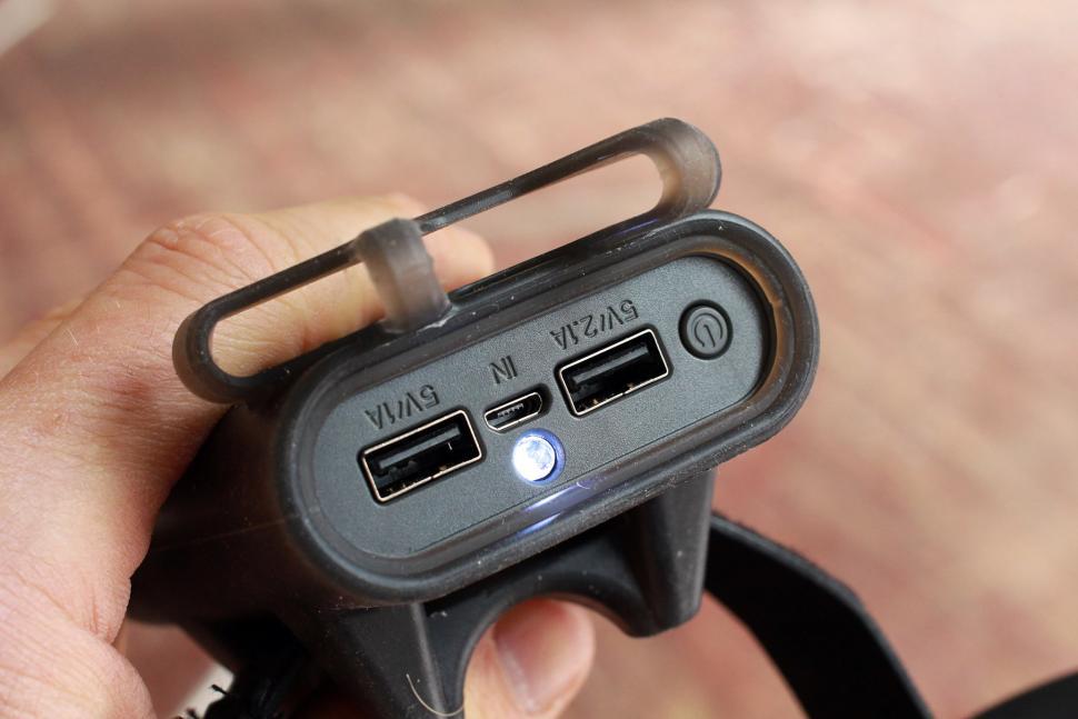 Topeak Smartphone Holder and Powerpack - sockets.jpg